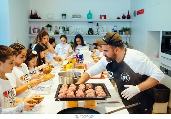 Τα παιδιά της ΠΕΑΝΔ μαγειρεύουν για καλό σκοπό με το Σέφ Βασίλη Καλλίδη