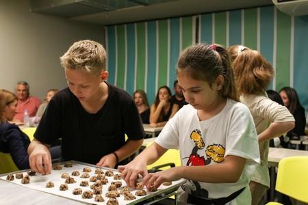 Οι επίδοξοι Junior Chefs ολοκληρώνουν τη συνταγή