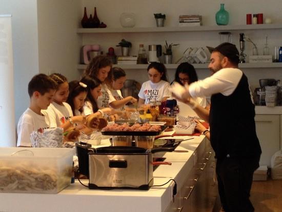 τα παιδιά της ΠΕΑΝΔ μαγειρεύουν για καλό σκοπό με το Σέφ Γιώργο Καλλίδη